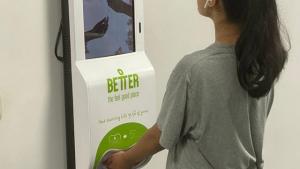 цифровий рекламний кіоск з автоматичним диспенсером